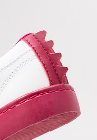 Lacoste - STRAIGHTSET  - Trainers - white/dark pink - 2