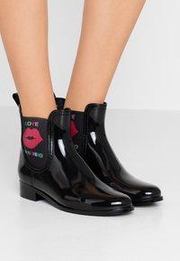 Love Moschino - RAIN BOOTIE - Gummistøvler - black - 0