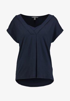 INSERT NECK TEE - Print T-shirt - navy