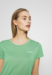 Columbia - LAVA LAKE™ TEE - Basic T-shirt - light lichen - 3