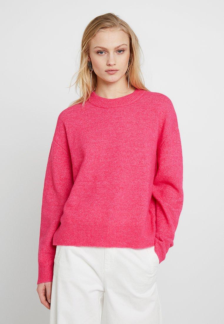 ANOUR Stickad tröja raspberry
