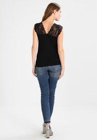 Culture - ELONA - Print T-shirt - black - 2
