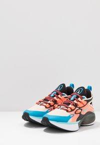Nike Sportswear - SIGNAL D/MS/X - Sneakers laag - guava ice/light aqua/hyper crimson/blue hero/cedar/black - 3