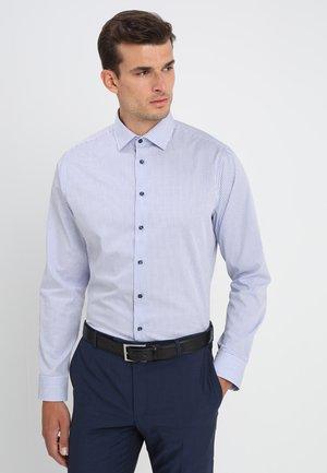 SHAPED FIT - Shirt - blau karo