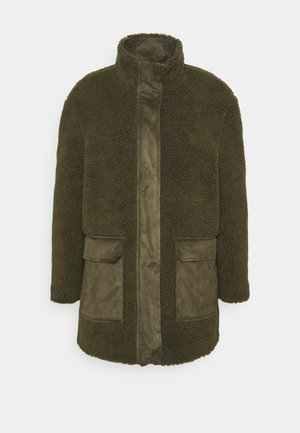 VMNORTH TEDDY JACKET - Mantel - ivy green