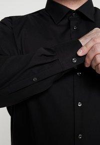 Seidensticker - MODERN FIT KENT - Shirt - black - 5