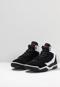 Jordan - MAX AURA - Sneakers high - white/infrared/black - 2
