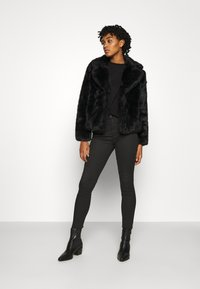 Vero Moda - VMCELINA JACKET - Winter jacket - black - 1