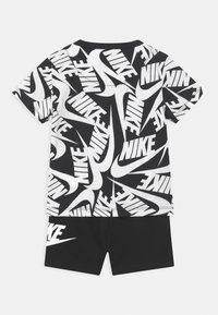 Nike Sportswear - FUTURA SET - Teplákové kalhoty - black - 1