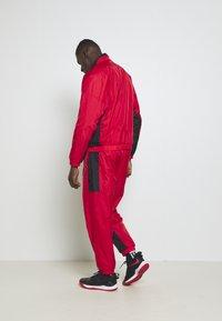 Nike Performance - NBA CHICAGO BULLS TRACKSUIT - Fanartikel - university red/black - 2