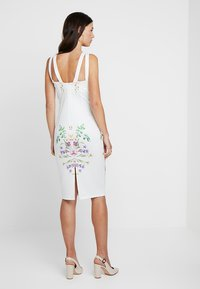 True Violet Maternity - STRAP BACK MIDI DRESS - Kotelomekko - white - 2