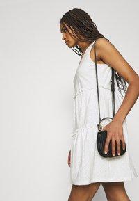 ONLY - ONLLINA V NECK DRESS - Vestido ligero - cloud dancer - 4