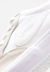 Nike SB - CHRON - Skate shoes - white - 5