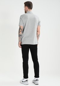 Nike Sportswear - MATCHUP - Polo - grey heather/white - 2