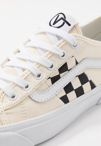 Vans - BESS  - Skate shoes - classic white/true white - 6