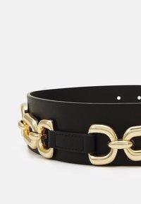 Pieces - PCNICOLE WAIST BELT - Waist belt - black/gold-coloured - 2