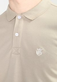 Selected Homme - SLHARO EMBROIDERY - Polo shirt - crockery - 3