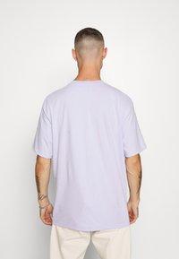 Topman - INSPIRE TEE - Print T-shirt - pink - 2