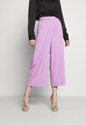 MOVIOLA - Spodnie materiałowe - orchis rose