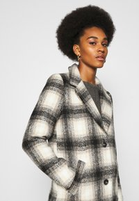ONLY - ONLVERONICA CHECK COAT - Classic coat - pumice stone/black - 3