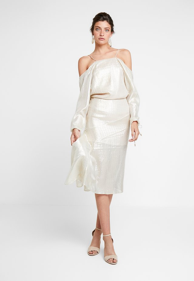 CHAMPERS GOWN - Cocktailjurk - gold