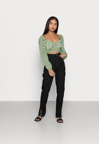 Missguided Petite - FLOCKED SPOT LONG SLEEVE CROP TOP - Long sleeved top - mint - 1