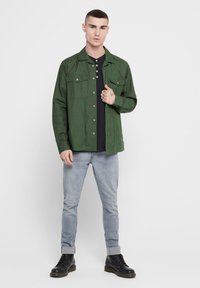 Only & Sons - ONLY & SONS HEMD LEICHTES OVER - Summer jacket - olive night - 1