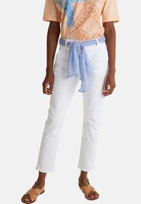 Esprit - ESPRIT DAS VIELSEITIGE BANDANA - HIER ALS GÜRTEL - GIBT DIESER W - Slim fit jeans - white - 4