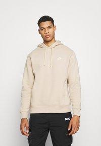 Nike Sportswear - CLUB HOODIE - Collegepaita - grain - 0