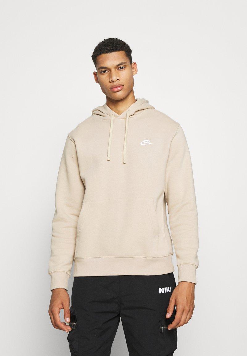 Nike Sportswear - CLUB HOODIE - Collegepaita - grain