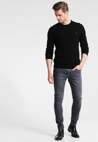 Farah - THE ROSECROFT CREW NECK  - Stickad tröja - black - 1