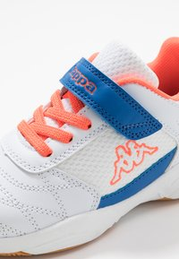 Kappa - DROUM II UNISEX - Sports shoes - white/coral - 2