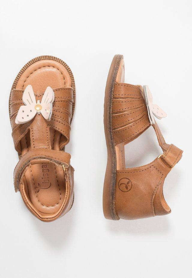 AUDREY - Sandaalit nilkkaremmillä - tan