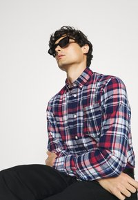 Selected Homme - SLHREGZANE SHIRT CHECK  - Shirt - brick red - 5