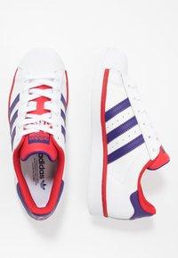 adidas Originals - SUPERSTAR - Sneakers laag - footwear white/purple/scarlet - 1