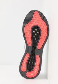 adidas Performance - SUPERNOVA - Nøytrale løpesko - sky tint/signal pink - 4