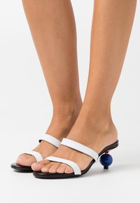 KARL LAGERFELD - VERONA TWO STRAP SLIP ON - Heeled mules - white/black/blue - 0
