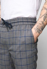 Only & Sons - ONSLARRY CHECK - Shorts - titanium - 4