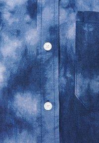 GAP Petite - DRESS MAXI TIE DYE - Maxi dress - blue - 2