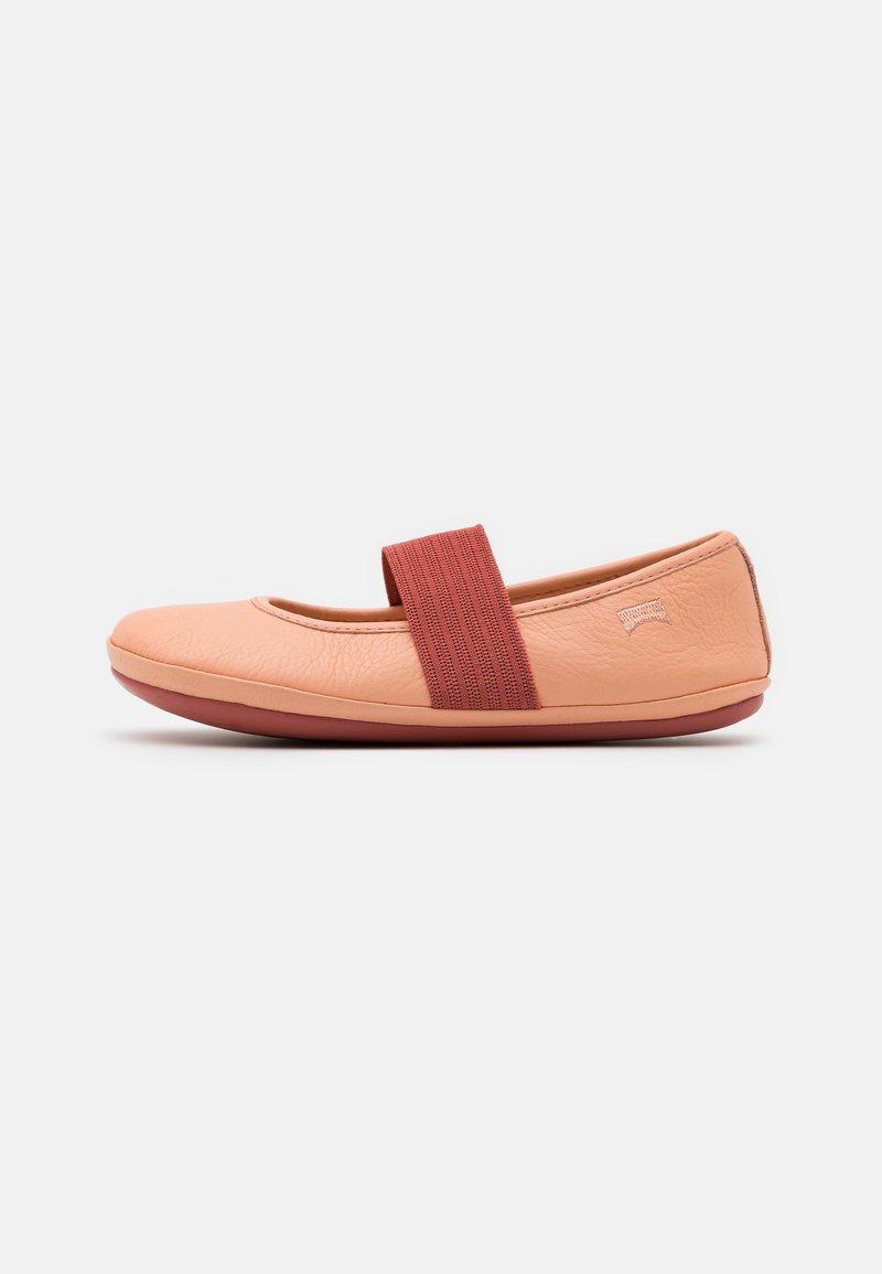 Camper - RIGHT - Baleríny s páskem - pastel pink