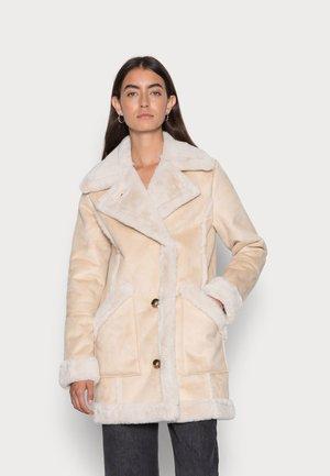 LONG SHEARLING JACKET - Winter jacket - safari