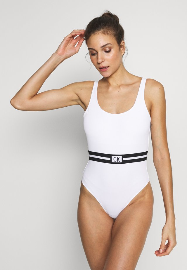 CORE RESET SCOOPED ONE PIECE - Kostium kąpielowy - classic white