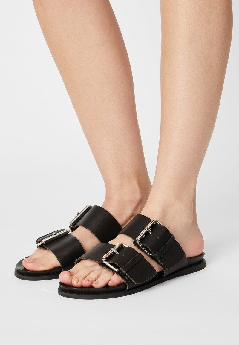 Vero Moda - VMAMY - Mules - black