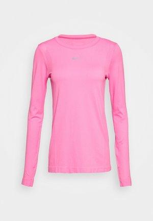 INFINITE - Funkční triko - pink glow