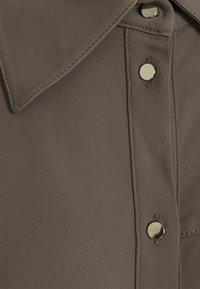 Mos Mosh - RORY LIPA DRESS - Sukienka koszulowa - chocolate chip - 2