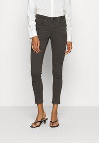 Opus - ELMA - Jeans Skinny Fit - oliv tree - 0