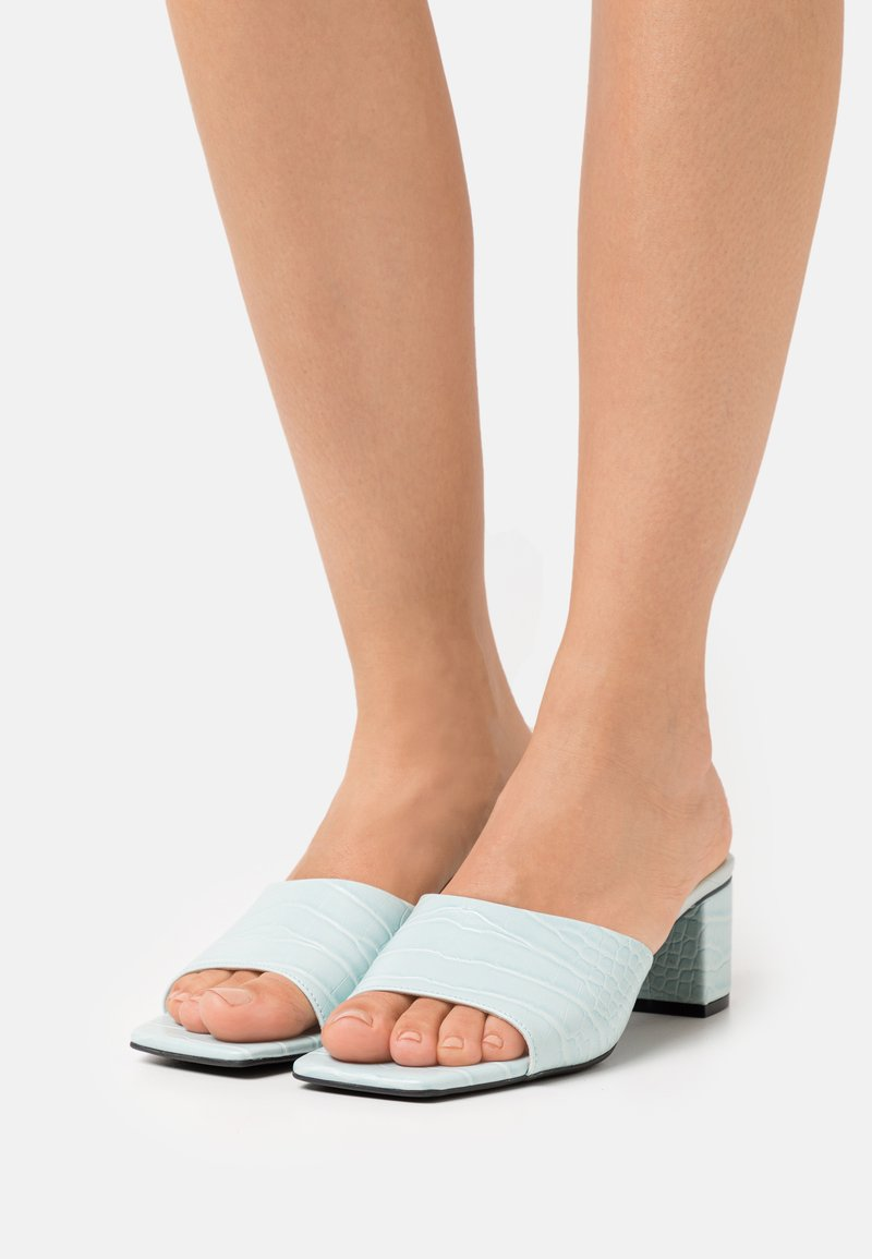 Monki - Pantofle na podpatku - green dusty light