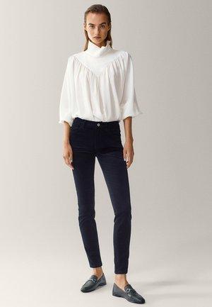 AUS MICROCORD MIT HALBHOHEM BUND - Jeans Skinny - black