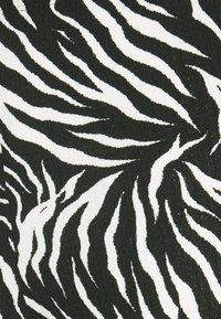 Topshop Tall - ZEBRA CRINKLE FLARE - Trousers - mono - 2