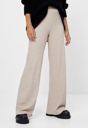 MIT WEITEM BEIN  - Trousers - beige